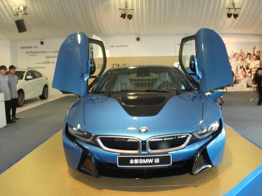 新能源汽车报 宝马i8 探索未来驾驶乐趣图片