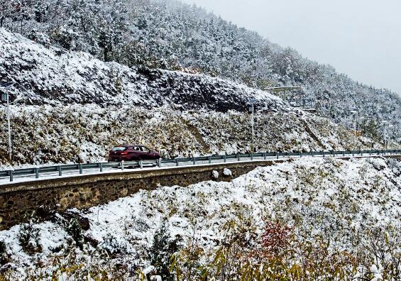 家用汽车 踏雪开山 东南dx7 1.5t自动挡高清图片